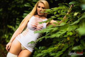 Lynda Leigh porn fetish outdoor tease